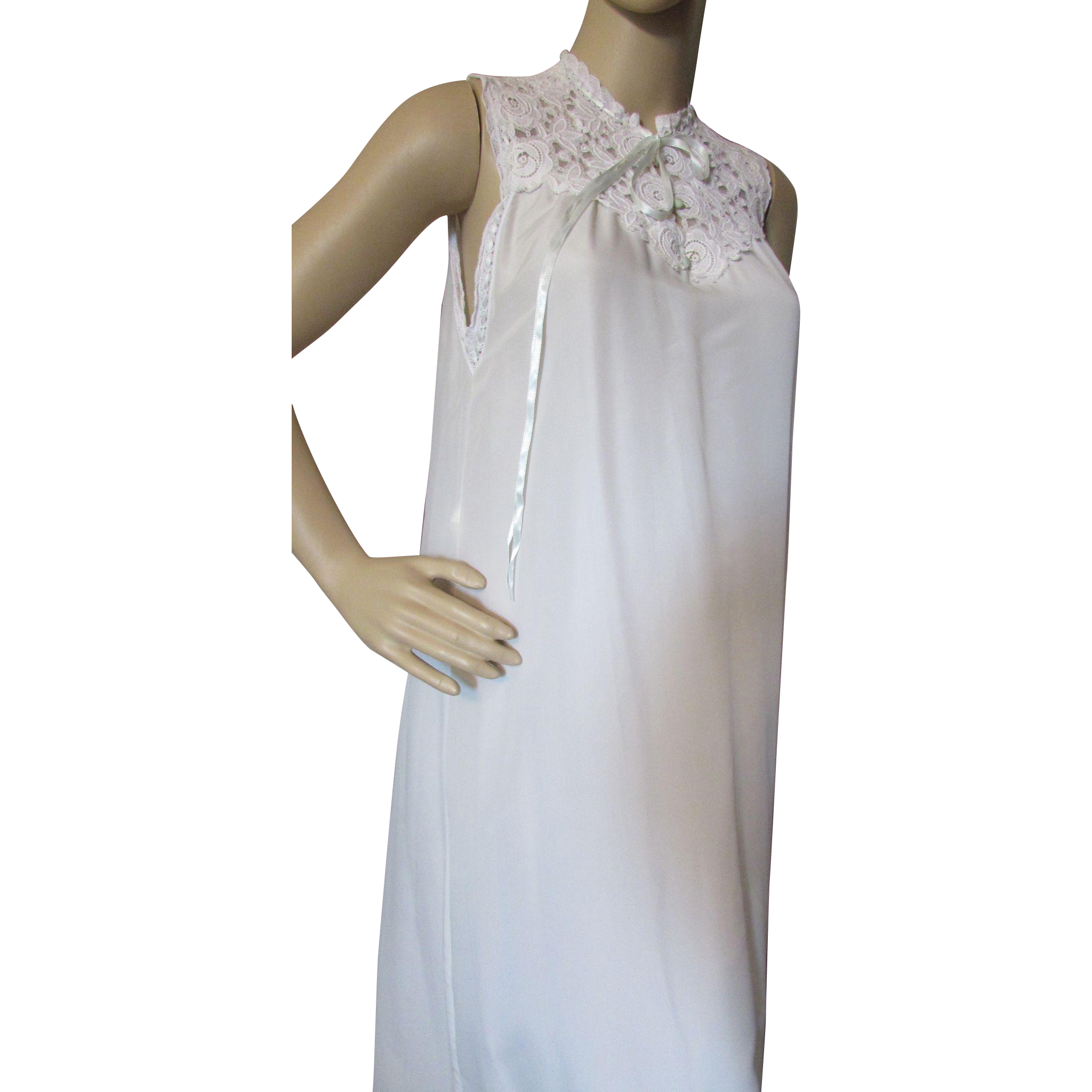 Saks Fifth Avenue Peignoir Set Robe and Nightgown in Cream with Lace and Ribbon Accents Size Petite