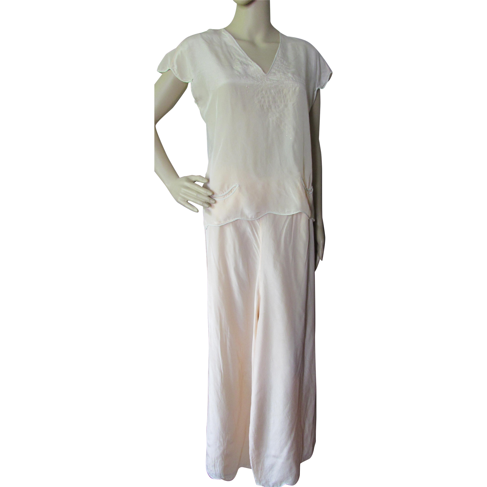 Feminine Pajama Set in Peach with Wide Palazzo Pants '40's Style