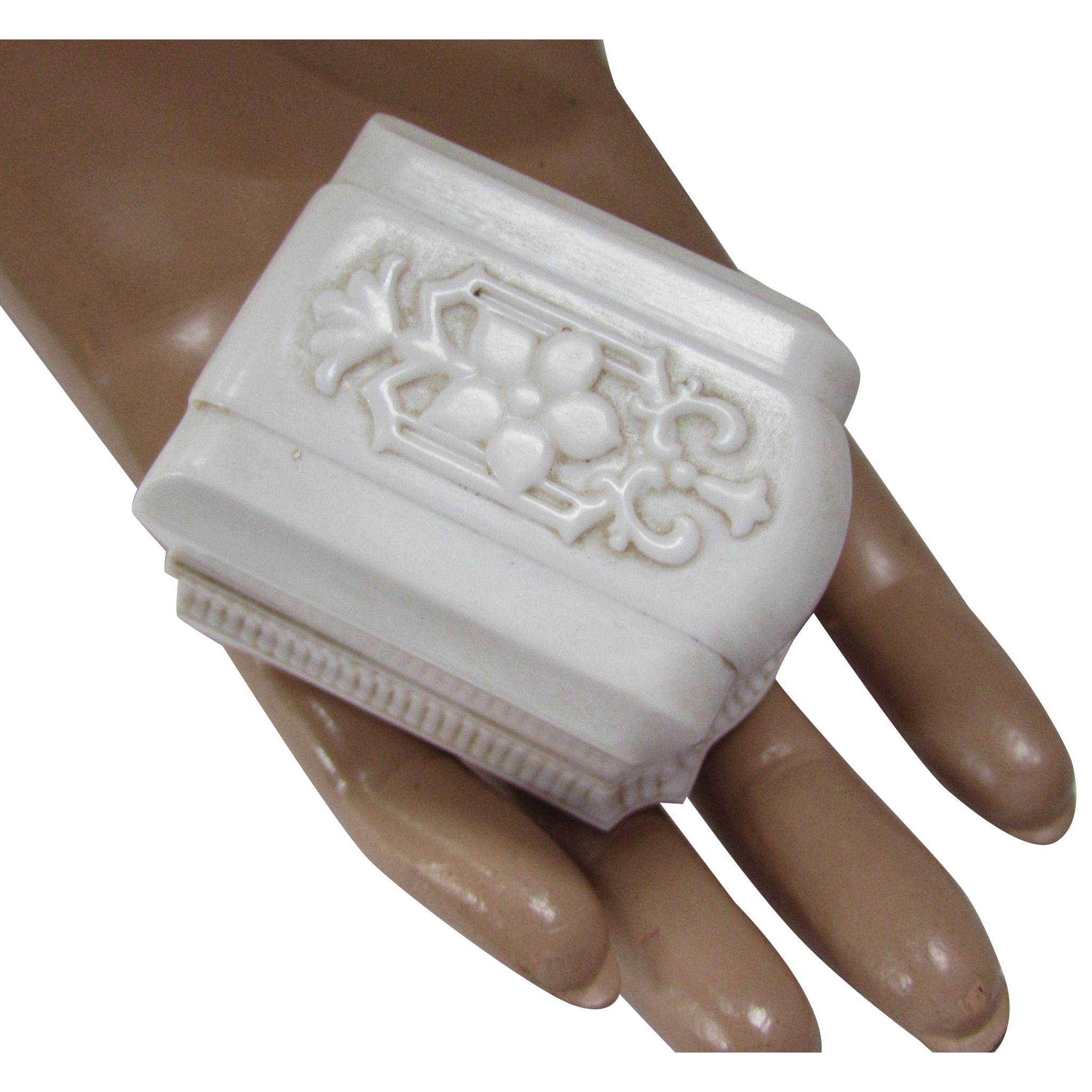 Deco Style Ring Box in Cream Tone Plastic by Warner Company Made in USA