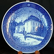 "RC Christmas Plate 1975 "" The Queen's Christmas Residence"""