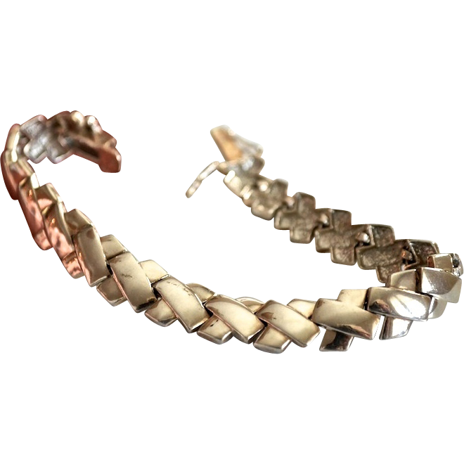 Iconic Sterling X Link Bracelet with Lots of Kisses