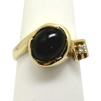ATTRACTIVE! Estate 14KYG Oval Opal Cabochon Onyx & Diamond ring- ~ mid 80's