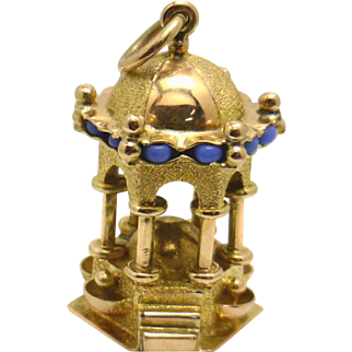 """Vintage 14KYG 3D """"Gazebo"""" Charm -- Great Detail and excellent condition!"""