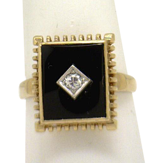 Mid Century 10KYG Onyx/Dia Ring with Unique Edging!