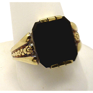 OUTSTANDING Gents Victorian 14KYG & Onyx Ring
