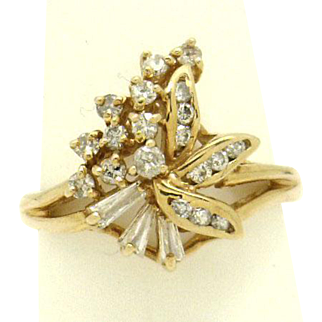 """SOPHISTICATED 14KYG 1/3ctTW """"Cluster"""" Ring Unique style, Excellent Condition"""