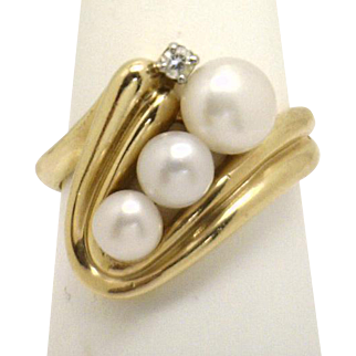 ELEGANT & UNIQUE! New 14KYG Ring With Gold that Swirls Around 3 Pearls