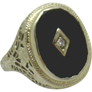 14KWG Filigree Ladies Ring with Oval Onyx and Diamond in Centerplate BEAUTIFUL!