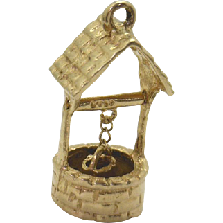 Vintage 14KYG Wishing Well Charm with Bucket that Moves GREAT PRICE!