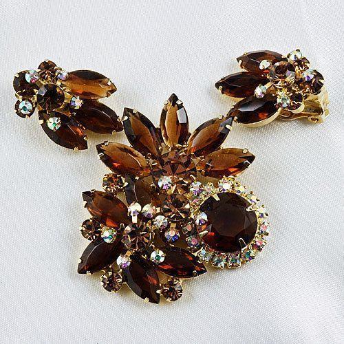 D & E/Juliana brooch & ear clip set floral fall colors in gold tone