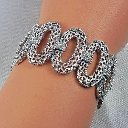 Bracelet in oval link light silver tone from Crown Trifari