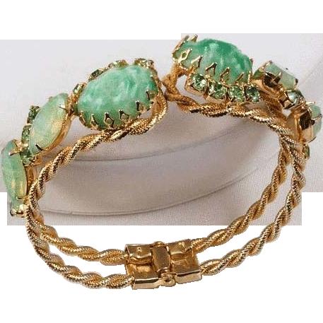 Clamper bracelet mottled green Cabochons braided gold tone frame
