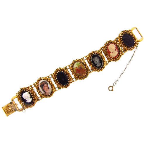 Lovely vintage cameo style Bracelet in a gold tone finish