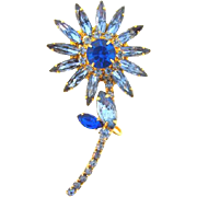 1960's D & E Juliana flower Brooch in shades of blue rhinestones