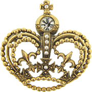 Lovely figural crown Brooch with crystal stones and imitation pearls