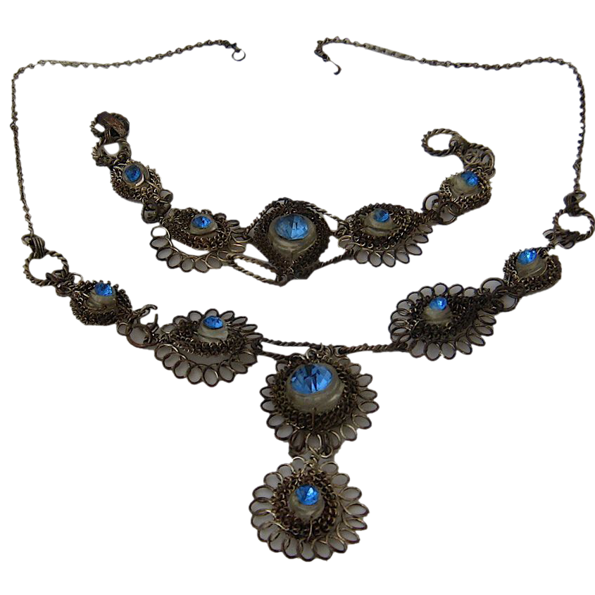 dating vintage costume jewellery Whenever i give a presentation on antique and costume jewelry, it's often  most  jewelry book authors tend to consider anything dating before the 1930s as  antique  when looking at brooches, earrings and necklaces, after quickly  looking at.