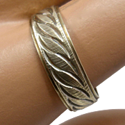 10K Textured Engraved Scrolls Band Ring Sz 8