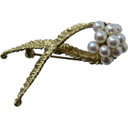 Mid 1900s 18K Akoya Pearls Leaf Pin by Mikimoto