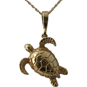 "14K Solid Yellow Gold Turtle Pendant Necklace 18"" Chain"