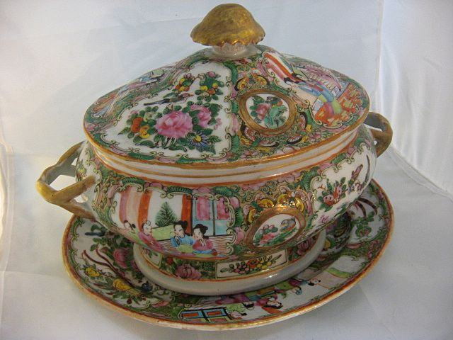 19th Century Chinese Export Rose Medallion Tureen W