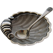 1921 English Sterling Shell Salt Dish w/ Liner & Spoon Set