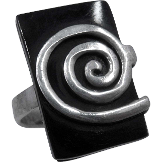 Spiral Sterling Silver on Rectangular Black Glass Ring Sz 5 3/4