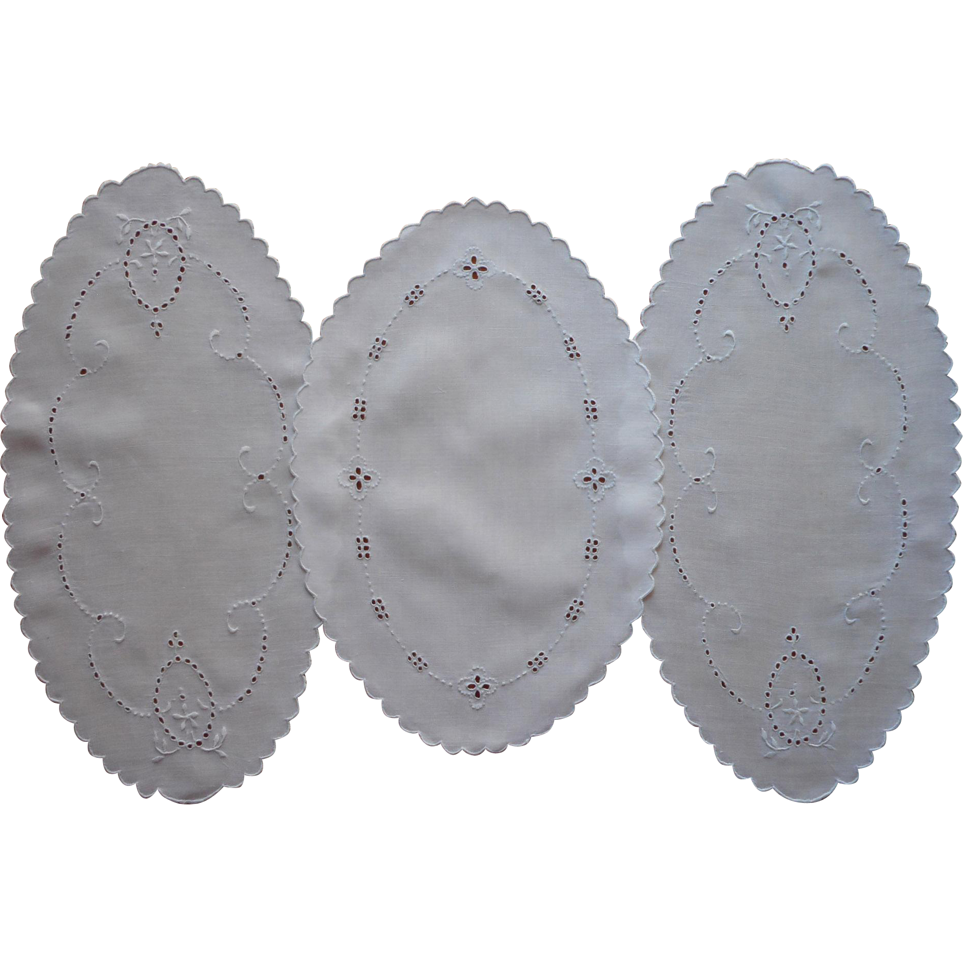 Linen bread tray doilies oval vintage cutwork hand for Glass cut work designs