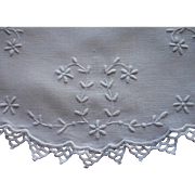 1910s Centerpiece Doily Antique Whitework Hand Embroidery Lace Edging