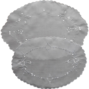 1910s to 1920s Linen Cutwork Hand Embroidery Oval Tray Doilies Doily