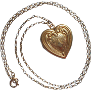 Vintage Locket On Chain Necklace 1940s Heart Shape Gold Filled