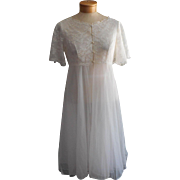 Vintage Peignoir Lace Cape Back Bodice Robe 1960s White Nylon Warners 34