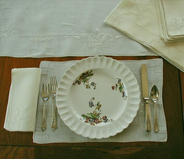 Placemats Set Yellow Hand Embroidered Vintage Napkins Runner 17 Pieces