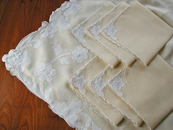 Madeira Tablecloth Napkins Set Yellow White Linen Vintage 1950s Appliqued