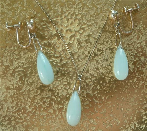 14K Gold Jade Drop Earrings Pendant Necklace Vintage Set Classic