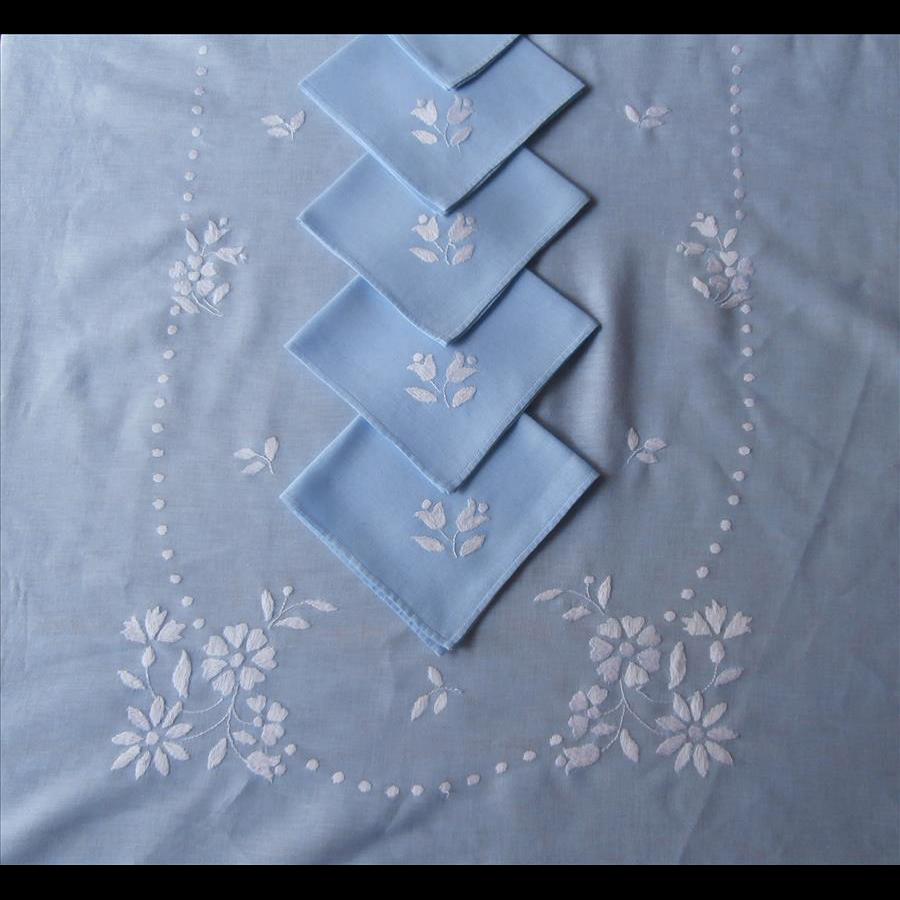 Tablecloth Set Blue White Embroidery 11 Napkins Vintage