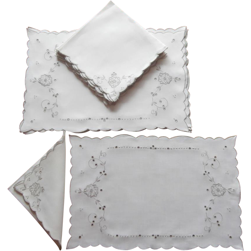 Set placemats napkins vintage linen ecru embroidery for Glass cut work designs