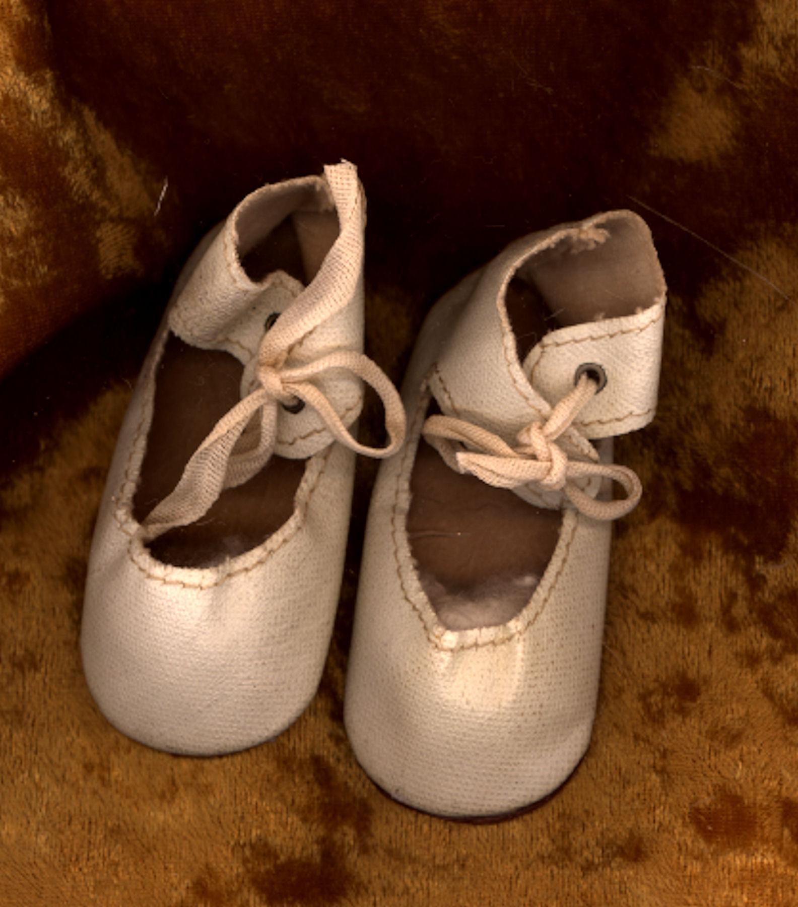 Vintage Cream Leatherette Doll Shoes