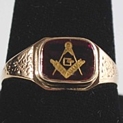 Vintage: Man's Masonic Ring, 10K Gold