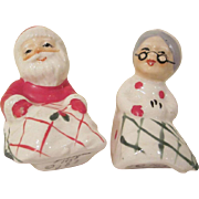 Lefton 1957 Mr. & Mrs. Claus Under Blankets Salt & Pepper Shakers