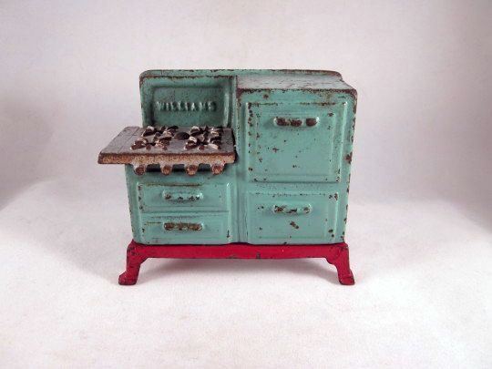 HOLD 'Williams' Cast Iron Toy Stove