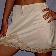 Vintage 1960 Lorraine Mini Half Slip Almond w/ ecru lace NWT NOS Size X small