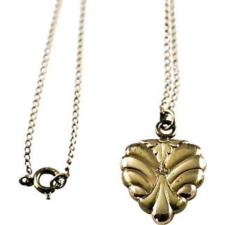 Vintage LaMode Scalloped Edge Gold Filled Heart Shaped Locket Pendant and Chain Necklace