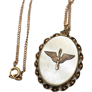 1940's United States Army Air Corps Military Sweetheart Locket Necklace~Gold filled with Mother of Pearland  AAC Winged Propellar
