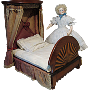 Superb Miniature Mahogany Half-tester Bed for Doll - English 19th Century