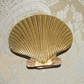 W. Avery & Son Redditch Scallop Shell Needlecase
