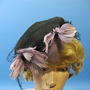 Vintage 40s tilt top feather hat with net 1940s B2283E