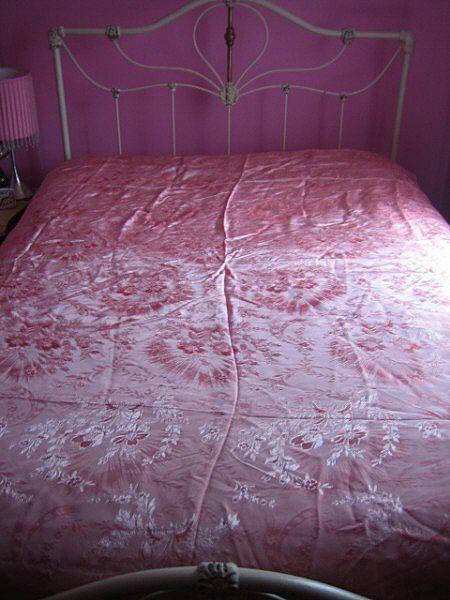 Vintage 1930s floral damask coverlet bed spread 90 X 81