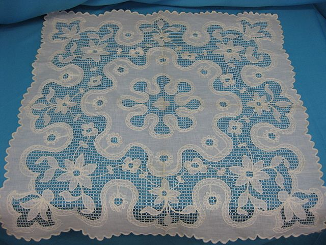 Vintage lace linen table runner handmade 29 x 29