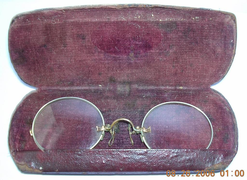 Vintage Pinz Nez Spectacles with Case