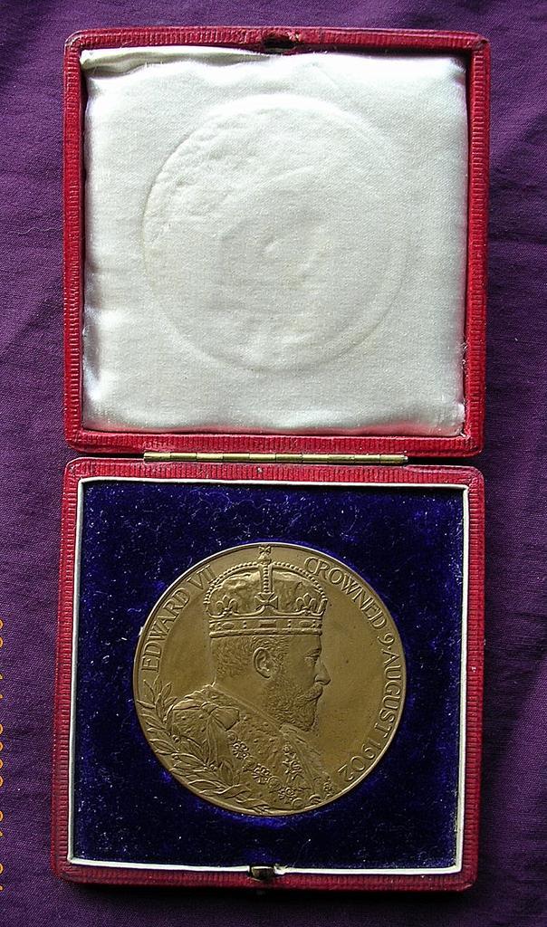 1902 EDWARD V11 Boxed Coronation Medallion